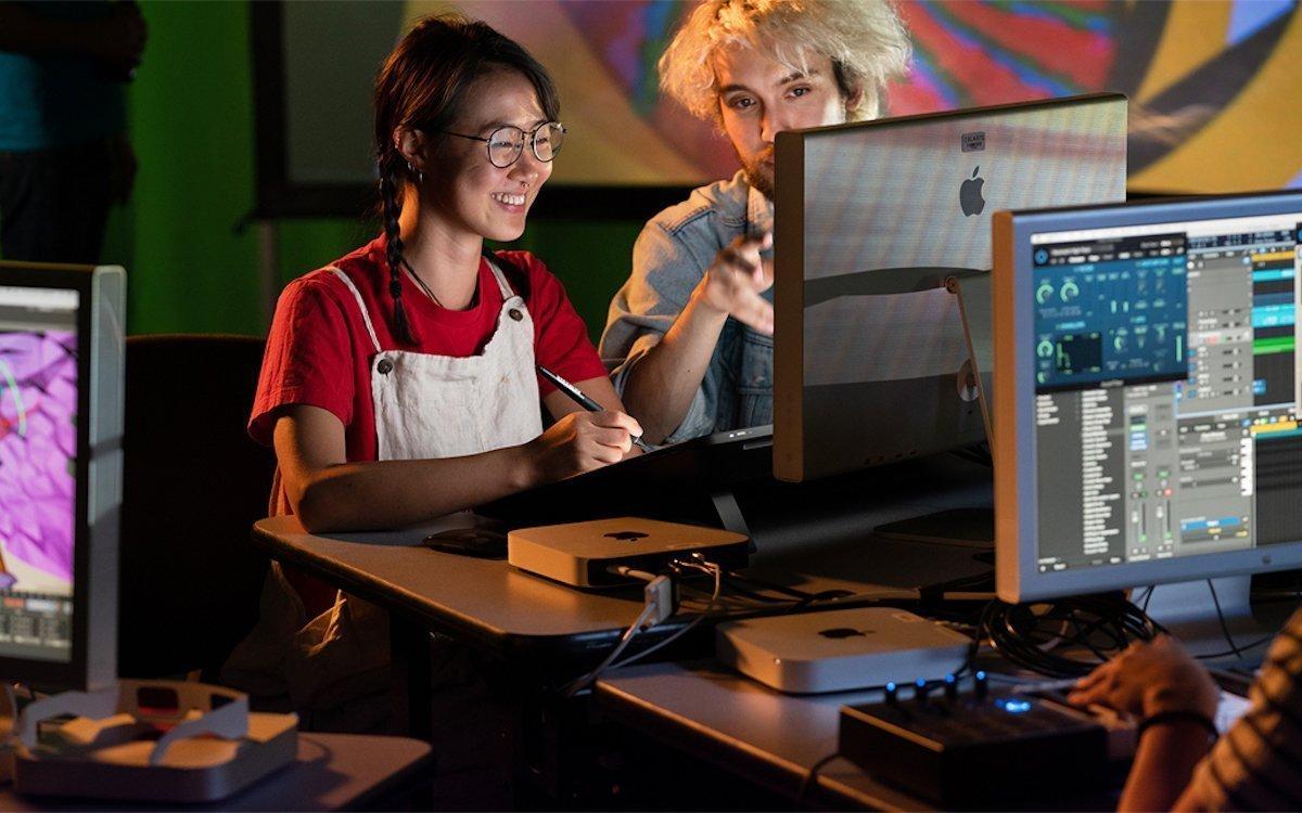 Studierende eines Kunst-Colleges mit Apple Mini bei der Arbeit (Foto: Apple)