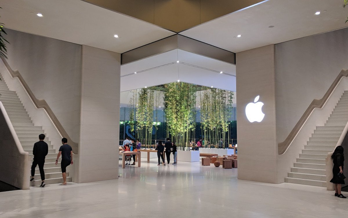 Blick von der Shopping Mall in den Store - Apple Cotai Central (Foto: invidis)