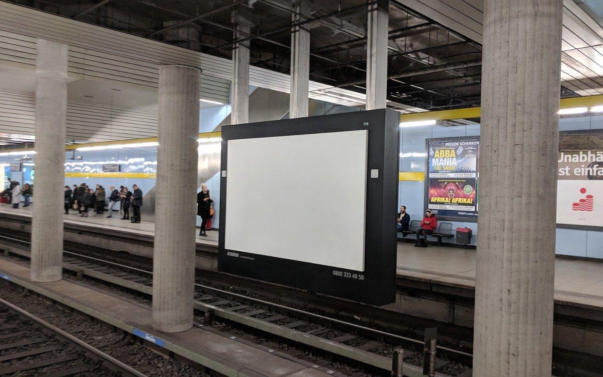 Ströer installiert windlast-sichere Projektionsscreens (Foto: invidis)