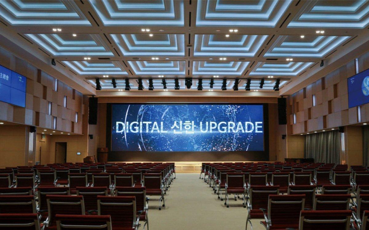Projektor war einmal – das Auditorium der Shinhan Bank (Foto: Samsung Display)