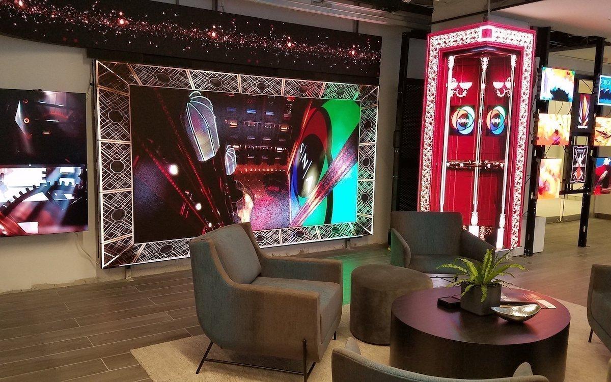 Bei den Bewegtbild-Inhalten setzt man auf das Thema Art Deco (Foto: SNA Displays)