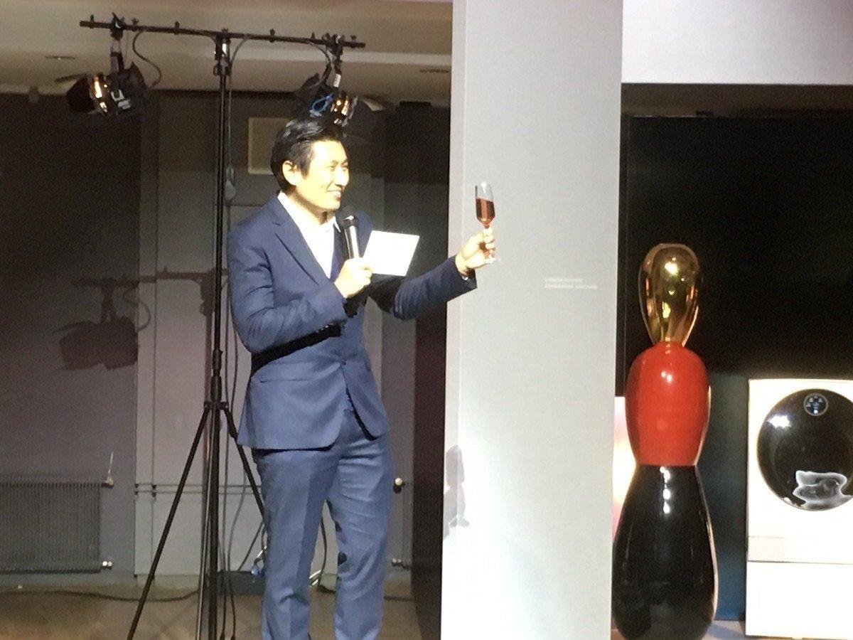 Bruce Chang eröffnete die Artweek mit einem Toast auf die Marke LG Signature (Foto: invidis)