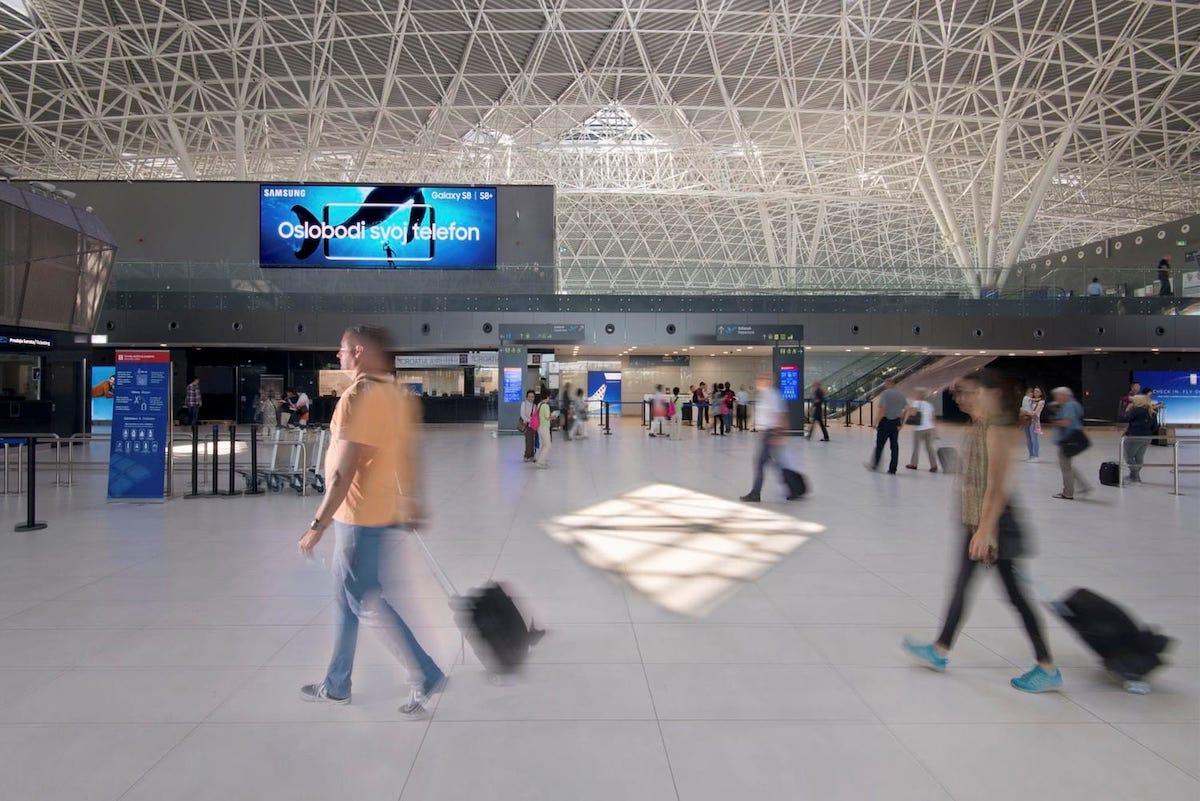 Check-In in Zagreb mit neuem LED Screen (Foto: IAAC)