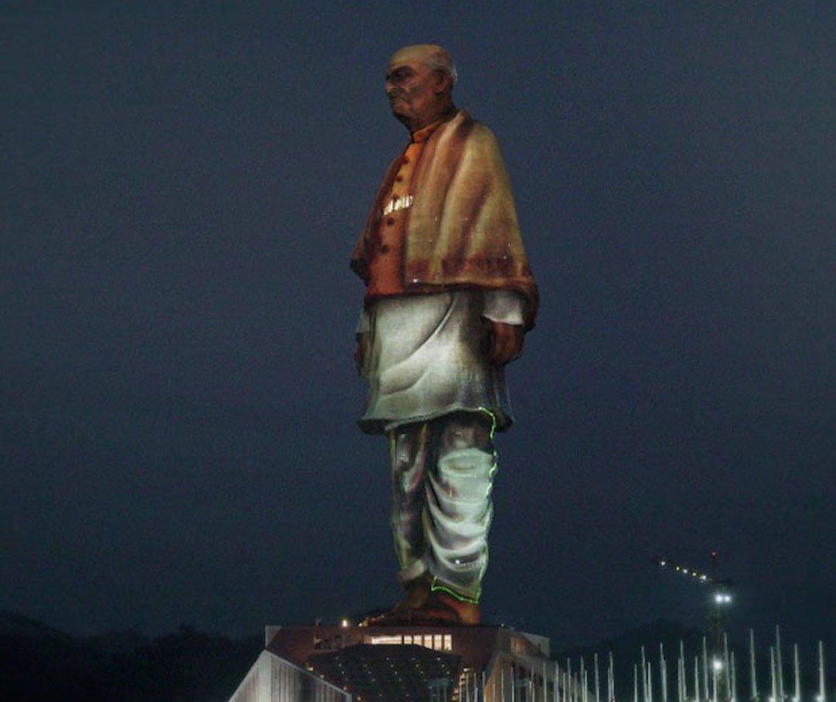 Die größte Statue der Welt wurde nun mit Projection Mappings eingeweiht (Foto: Christie)