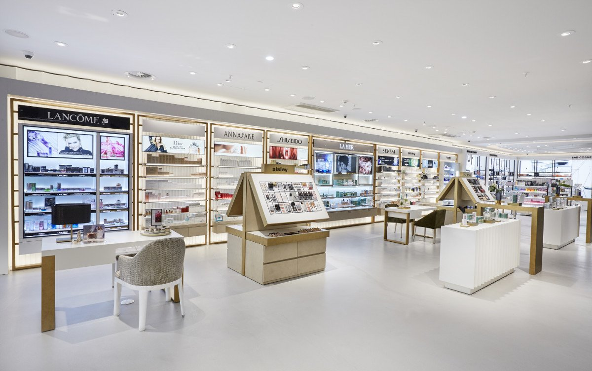 Die neue Strategie wird europaweit in den Stores umgesetzt (Foto: Douglas)