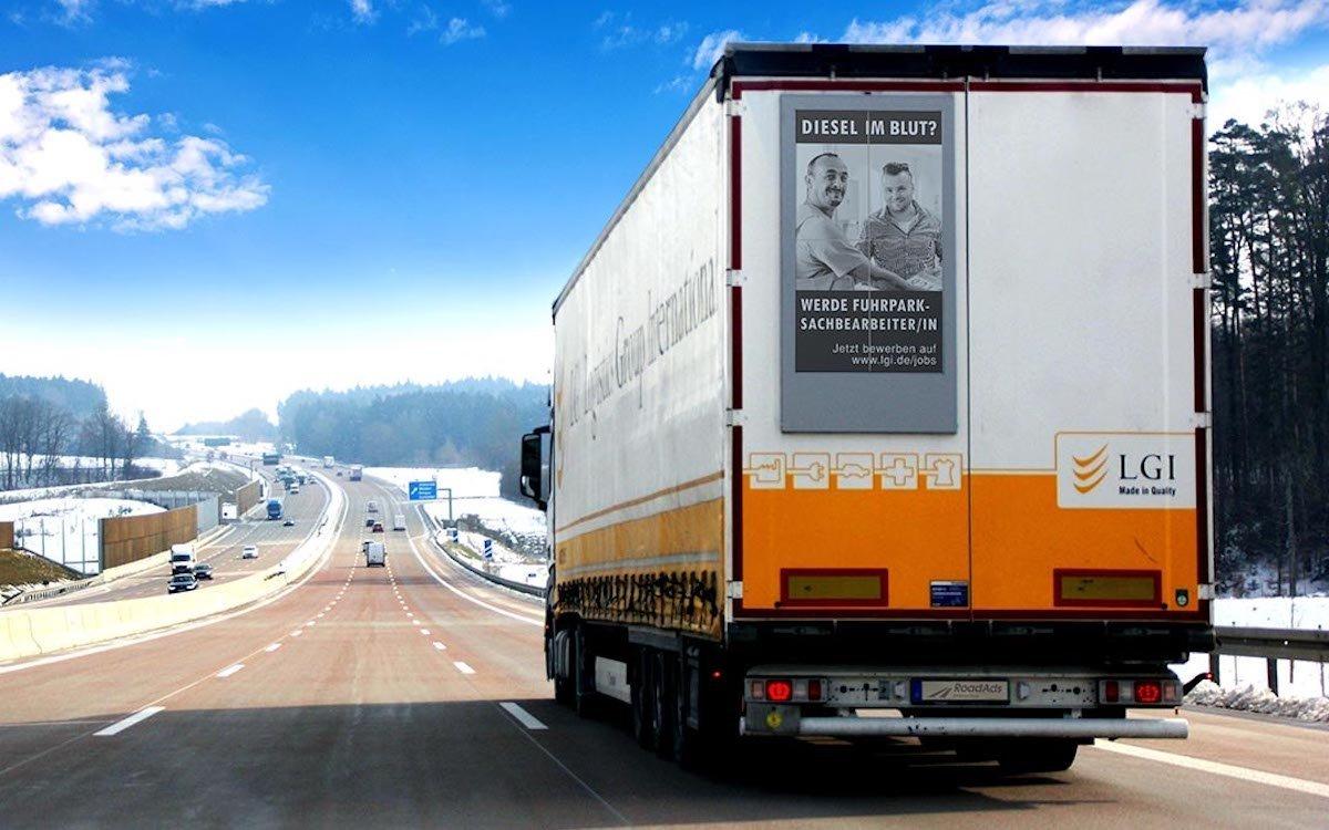 E-Paper Screen auf einem Lkw (Foto: Road Ads interactive)