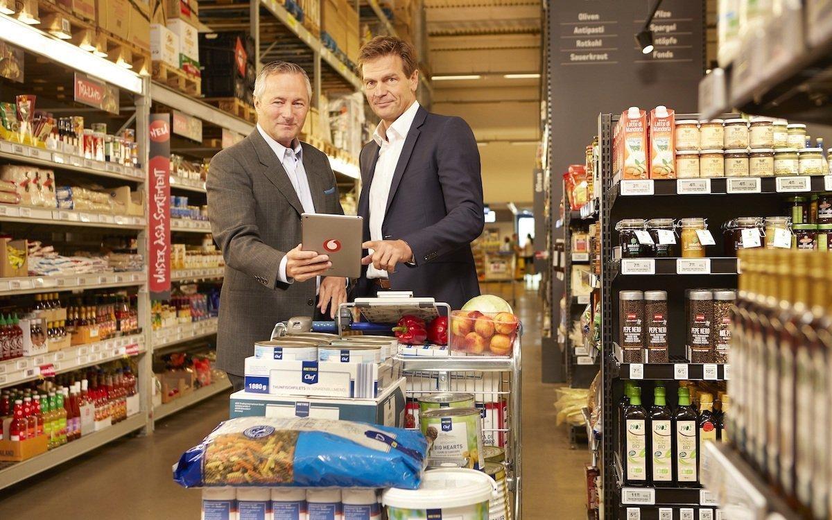 Hannes Amestreiter und Thomas Storck im Grossmarkt (Foto: Metro)