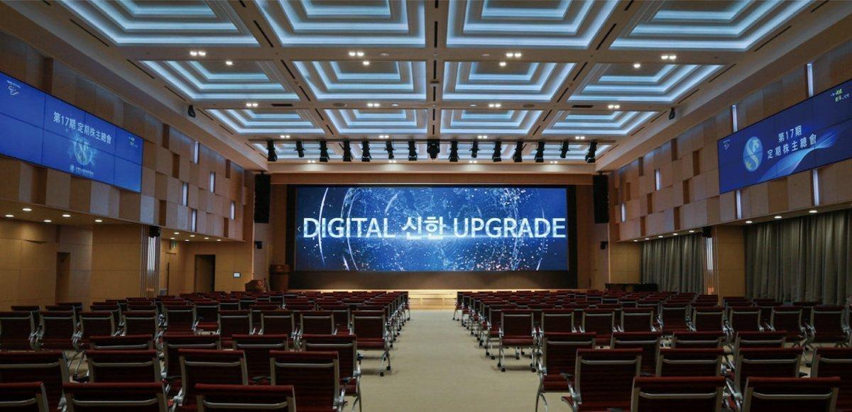 LED Screen und LCD Video Walls geben sich ein Stelldichein (Foto: Samsung Display)