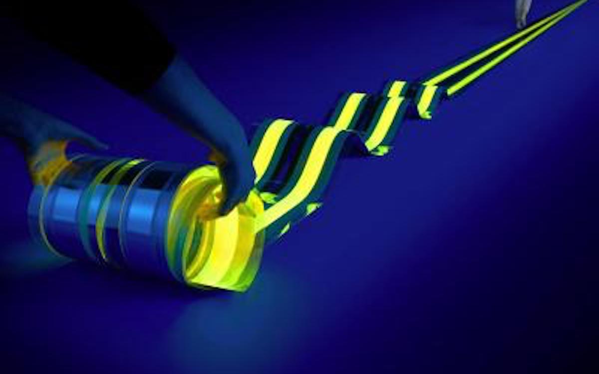 Mit 15 m Länge ist das Lighting Device die weltweit längste bekannte OLED Anwendung (Foto: LYTEUS)