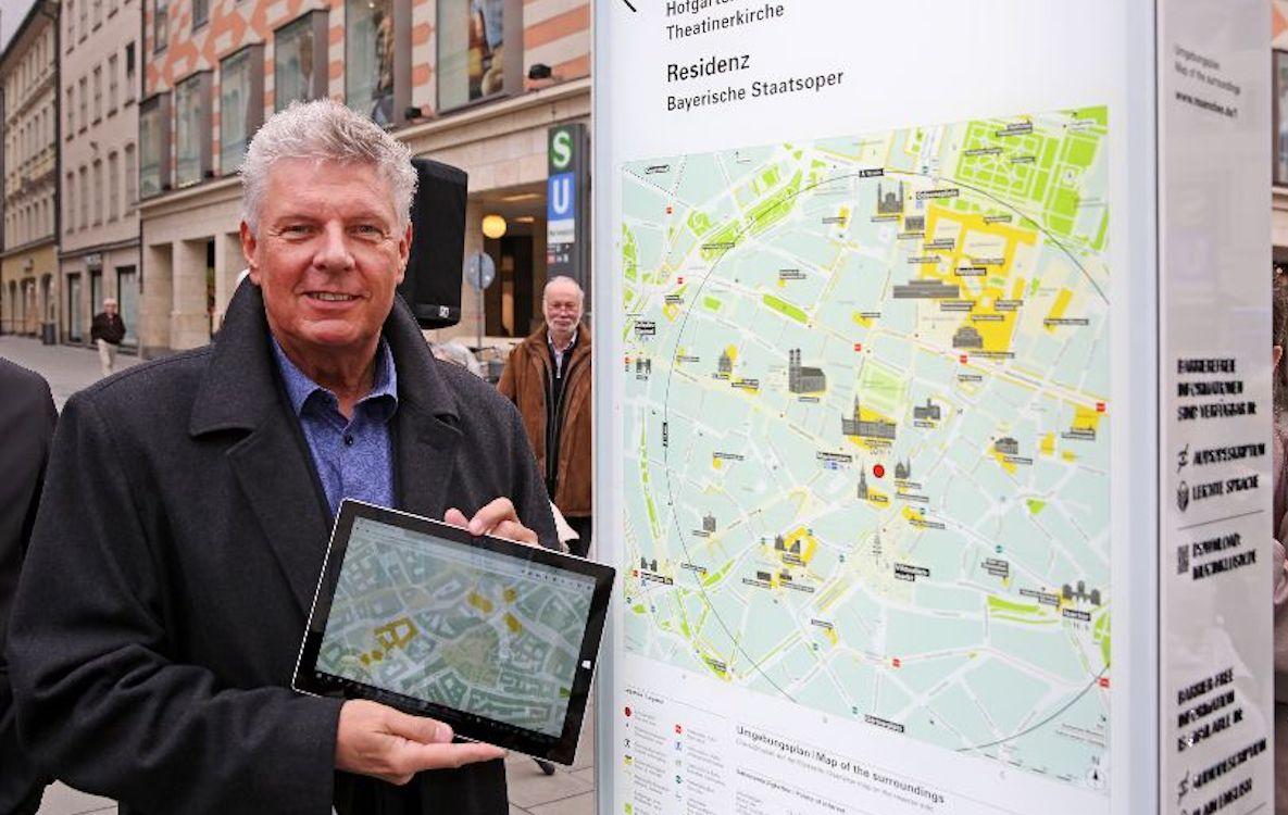 OB Reiter weiht die erste Infostele in Muenchen ein (Foto: Stadt München Presseamt / Michael Nagy)