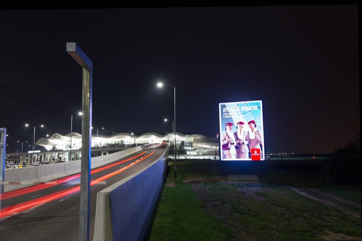 Outdoor Screen am Flughafen von Zagreb (Foto: IAAC)