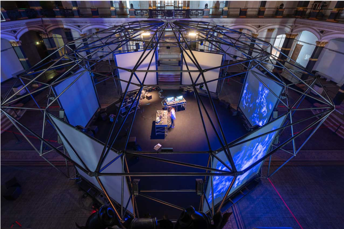 Projektoren und 52 Soundkanäle standen zur Verfügung (Foto: Epson / Peter Margis)