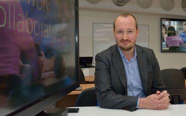 Stellte die Installation an der Uni vor – Jacob Barfoed, Head of Regional Sales Northern Europe, Sony Professional Solutions Europe (Foto: University of Bolton)