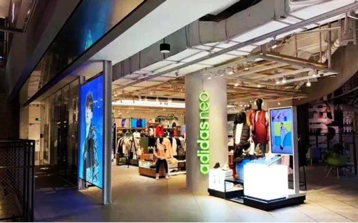 Transparente LED im Adidas Store Shanghai (Foto: Adidas)