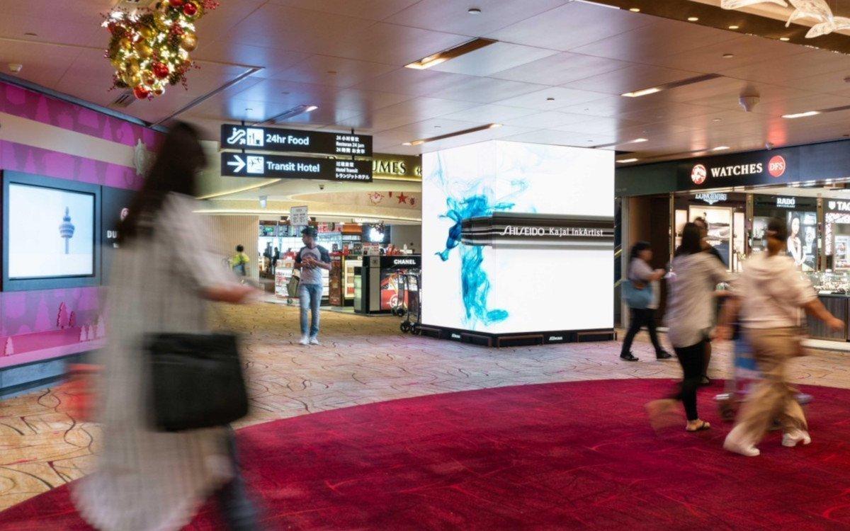 JCDecaux DooH-Totems am Flughafen in Singapur (Foto: JC Decaux)