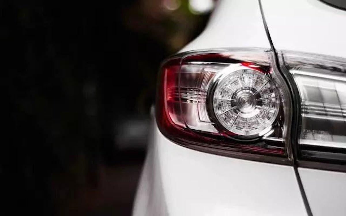 Autoscheinwerfer mit LED (Foto: Selectronic)