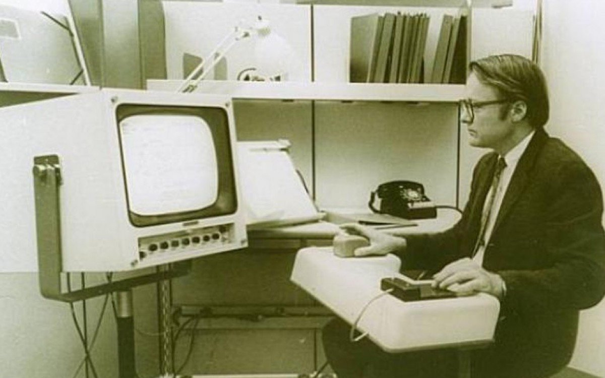 Douglas C. Engelbart bei der Arbeit (Foto: Doug Engelbart Institute)
