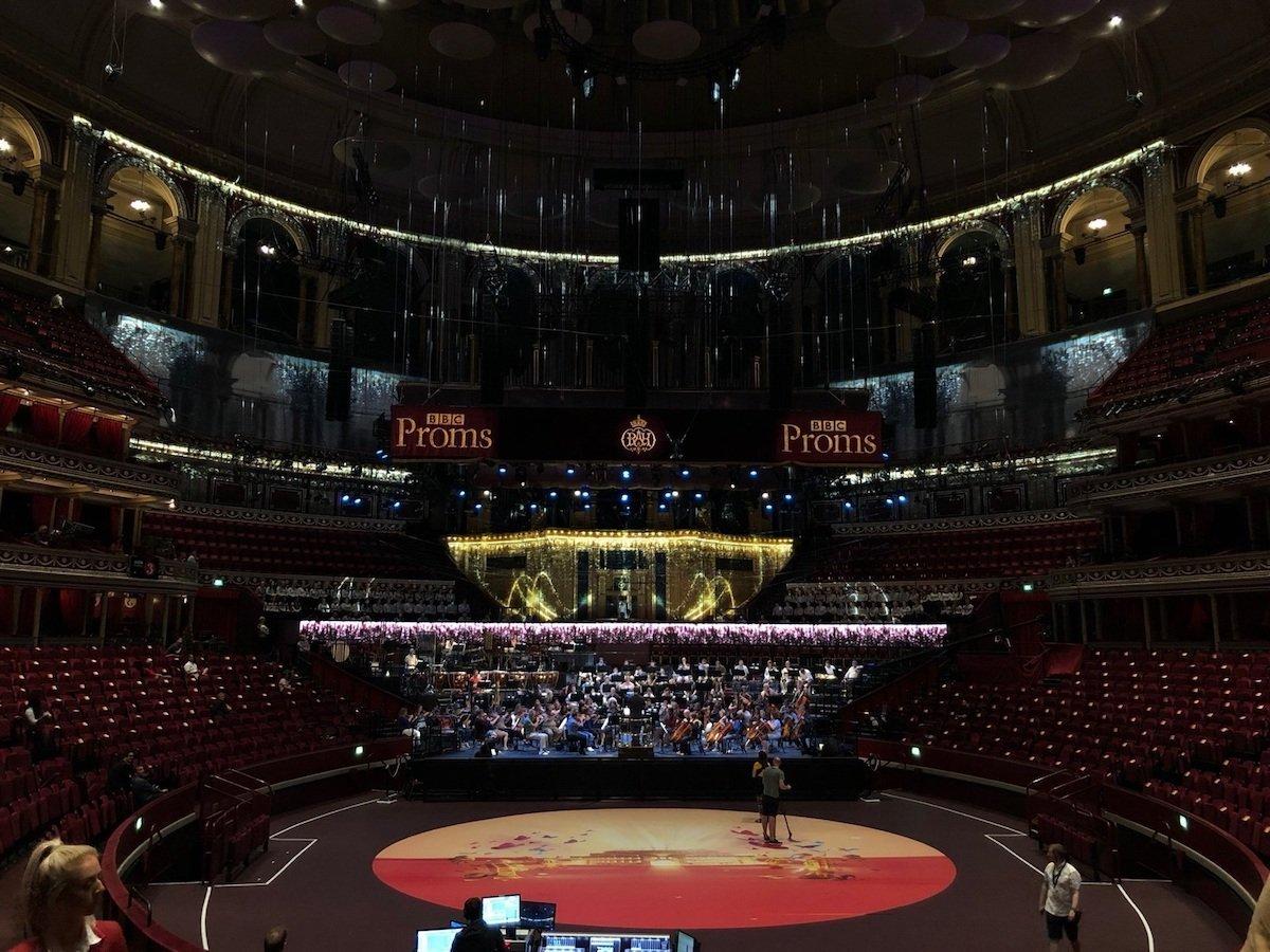 Innen wie außen wurde die Royal Albert Hall mit Projektionen in Szene gesetzt (Foto: Barco)