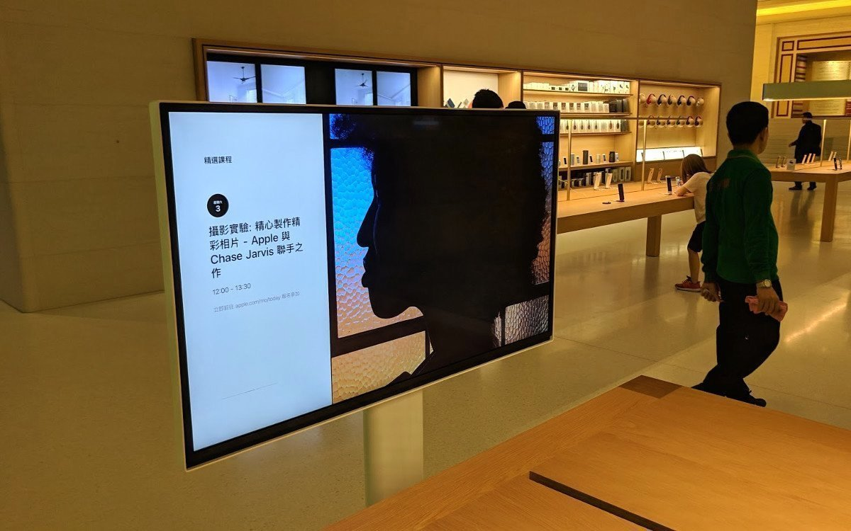Instore genutzter Screen in einem Apple-Laden (Foto: invidis)