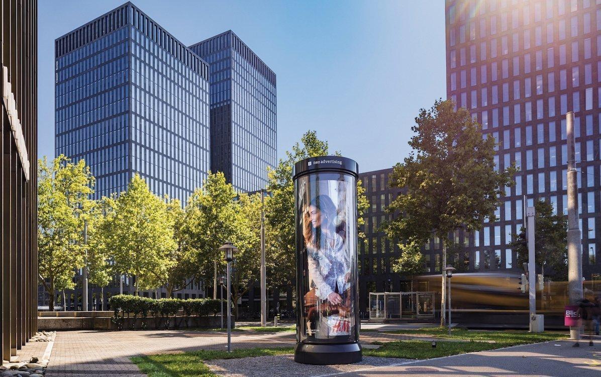 Leuchtdrehsäule in Zug (Foto: Neo Advertising)