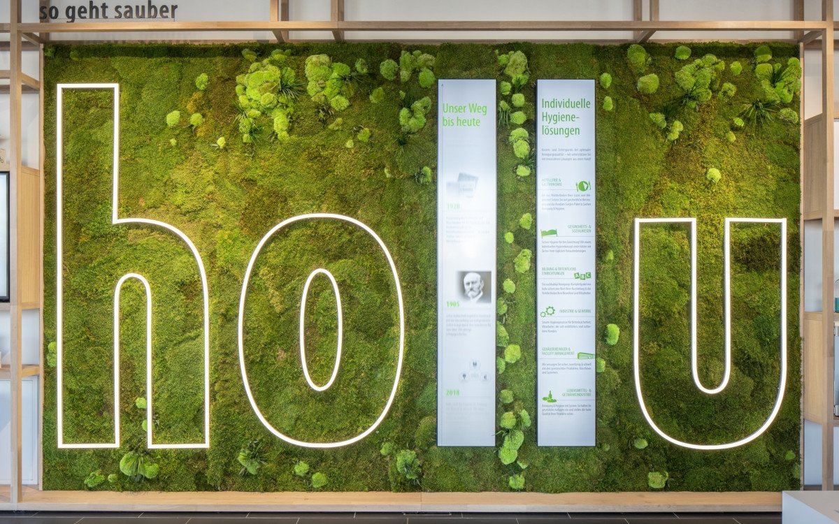 hollu Showroom - Natur trifft LG Stretched Display (Foto: Umdasch9