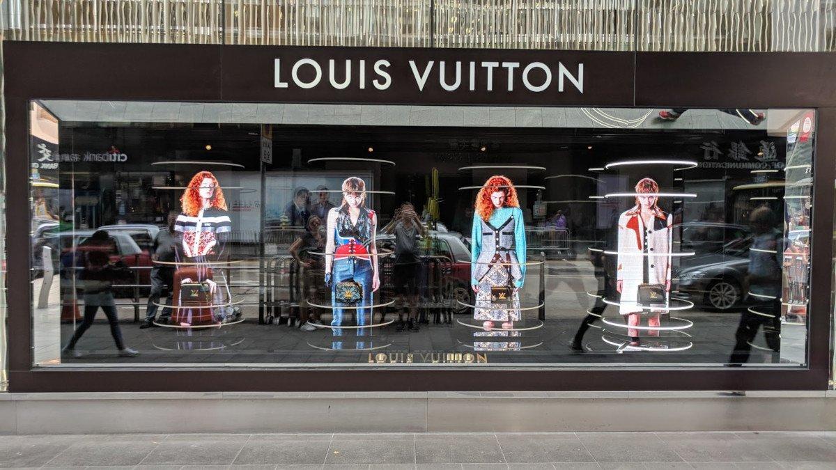 Louis Vuitton artistic LED shop window in Hong Kong (Photo: invidis)