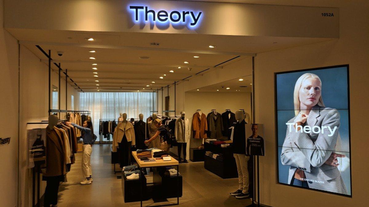 Simple but effective - Digital Signage at Theory in Hong Kong (Photo: invidis)