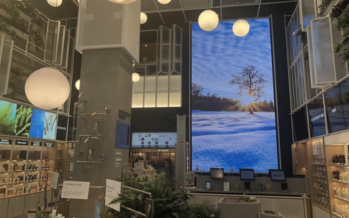 Innisfree LED-Wall in NYC (Foto: Nanolumens)