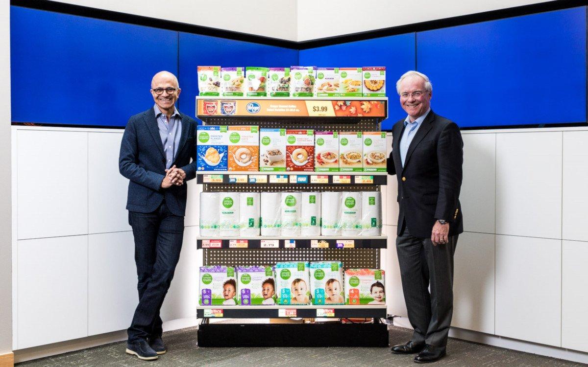Microsoft CEO Nadella Satya und Kroger CEO McMullen-Rodney (Foto: Microsoft)