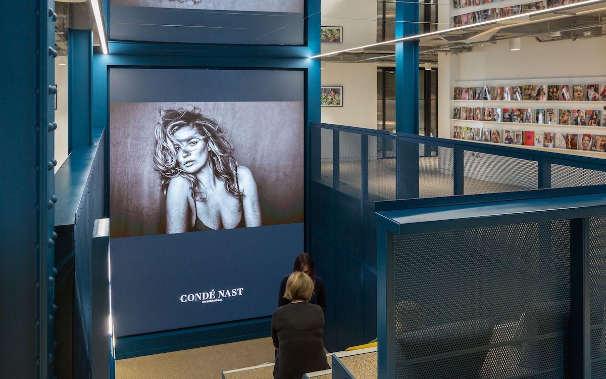 Aus einem Flur wurde ein Auditorium mit LED-Videowand (Foto: Christie)