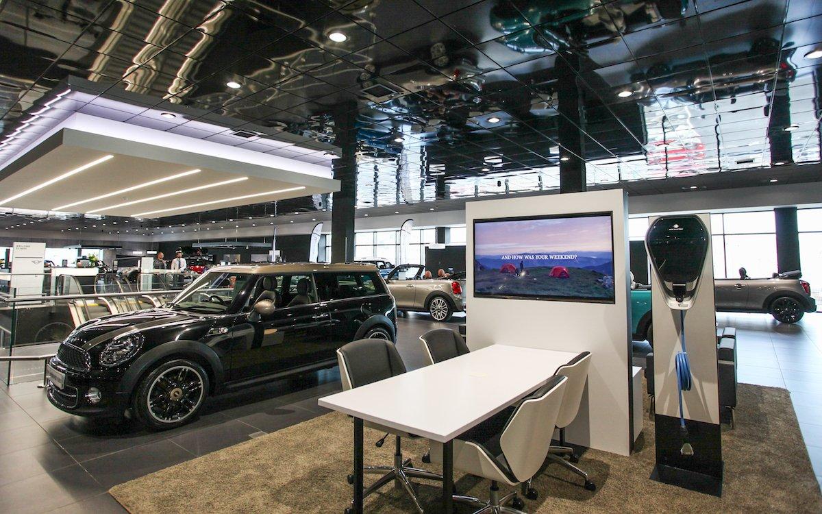 So präsentiert Synter Group die Marken Mini und BMW in seinem neuen Autohaus in Sheffield (Foto: LG)