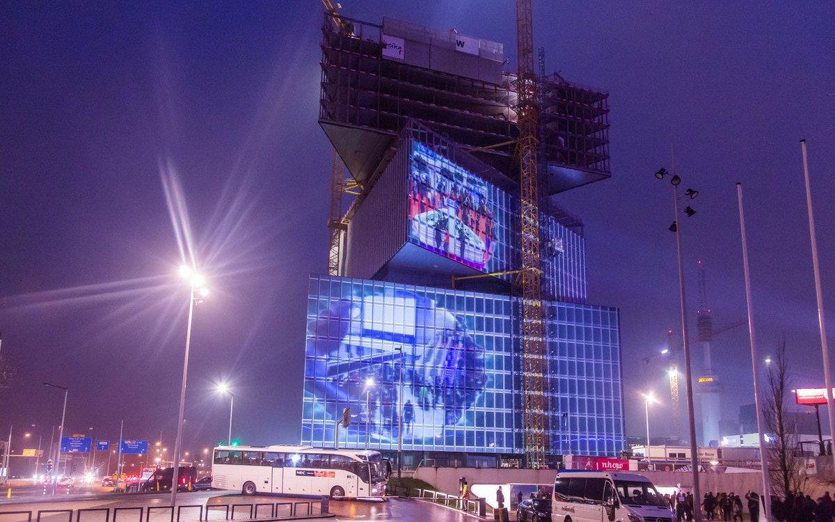 Zahlreiche Projektbeteiligte sorgten dafür, dass das noch in Bau befindliche Hottel zur Kulisse wurde (Foto: ISE)