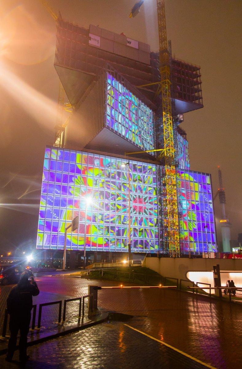 Spätnachmittags bis zum Abend wurde das Hotel zur Projektionsfläche (Foto: ISE)