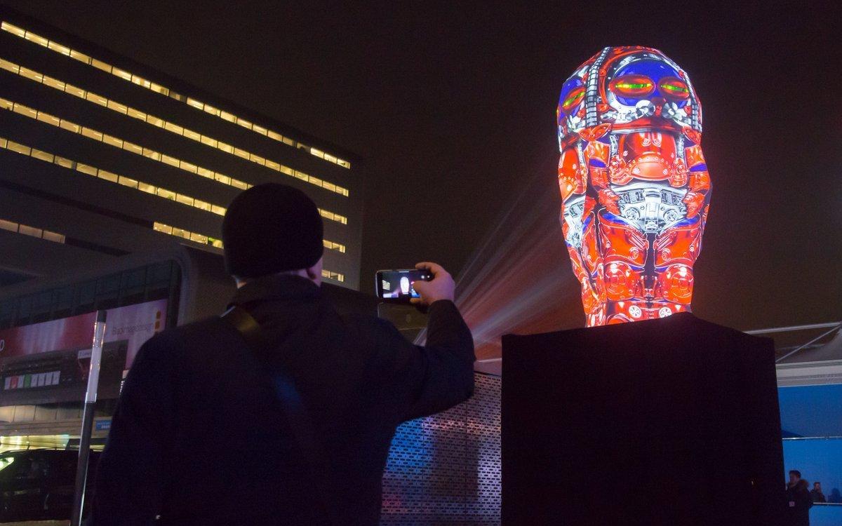 Die 5m hohe Skulptur am Abend (Foto: ISE)