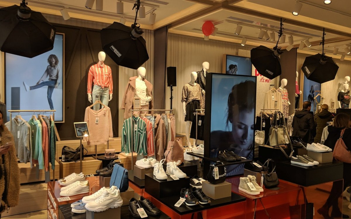 "bonprix ""fashion connect"" – App-Shopping trifft auf Digital Signage (Foto: invidis)"