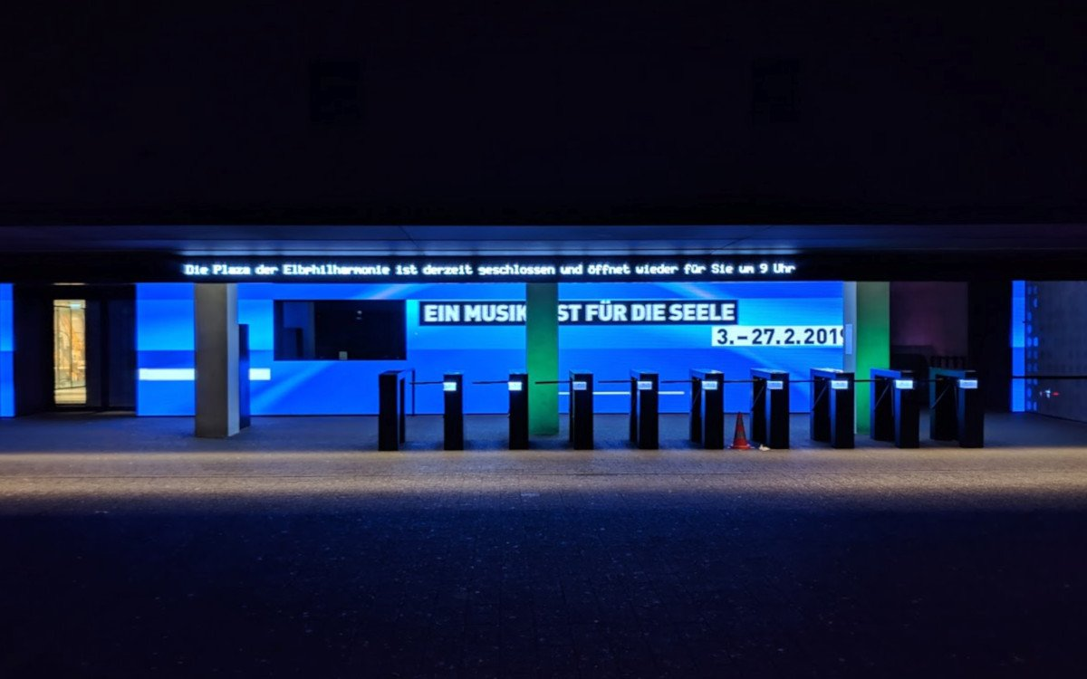 Elbphilarmonie Plaza Eingang in Hamburg (Foto: invidis)