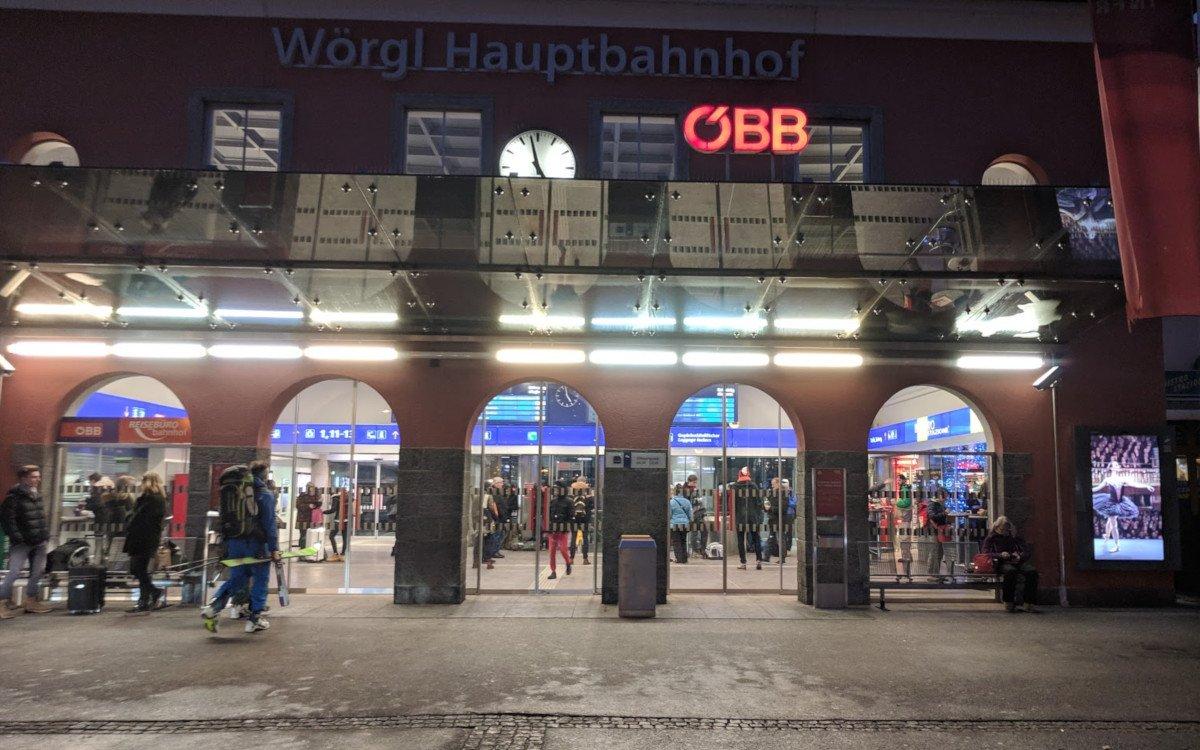 ÖBB Screen am Bahnhof Wörgl in Tirol (Foto: invidis)