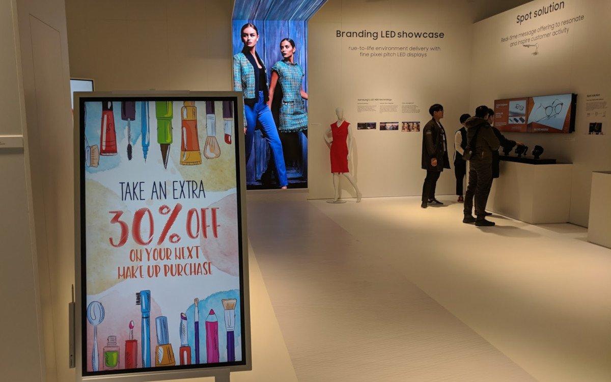 Samsung Flip im Retail (Foto: invidis)