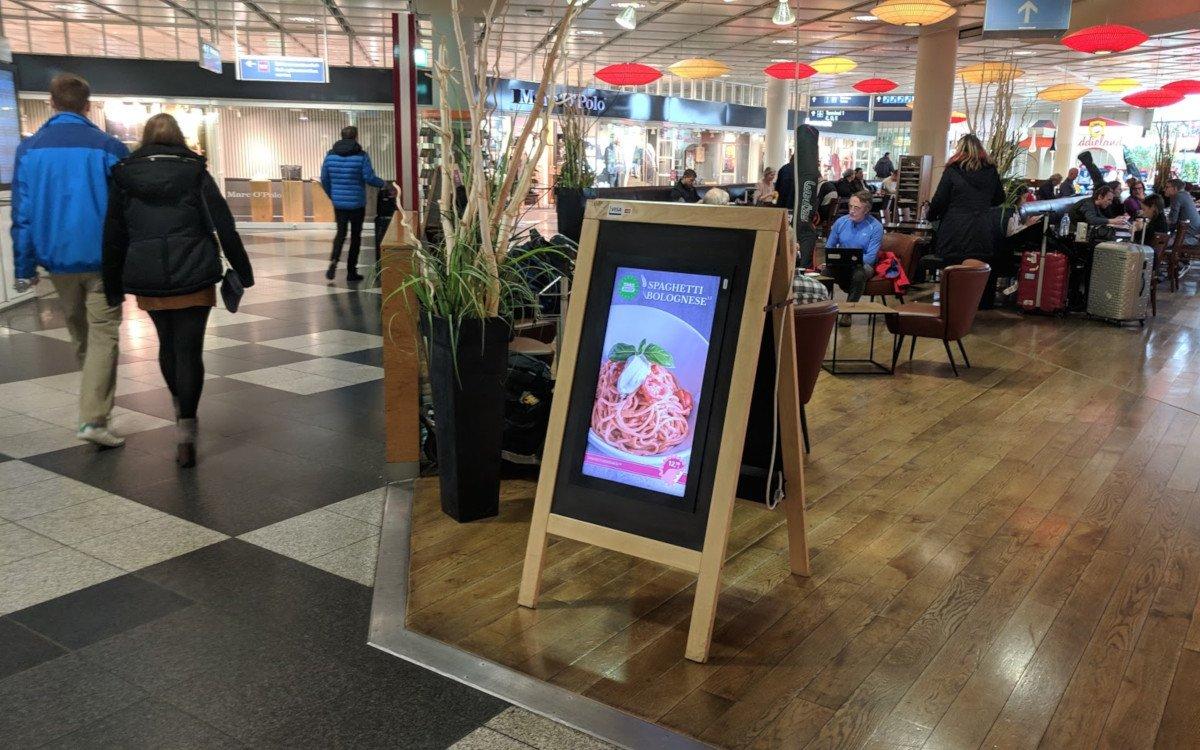 Selfmade Digitaler Kundenstopper (Foto: invidis)