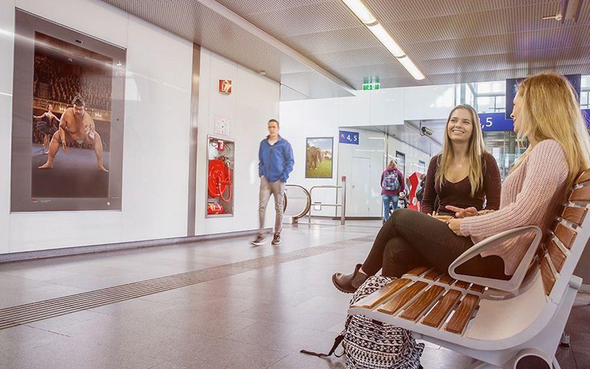 DooH Screens der ÖBB am Bahnhof St. Pölten (Foto: ÖBB Werbung)