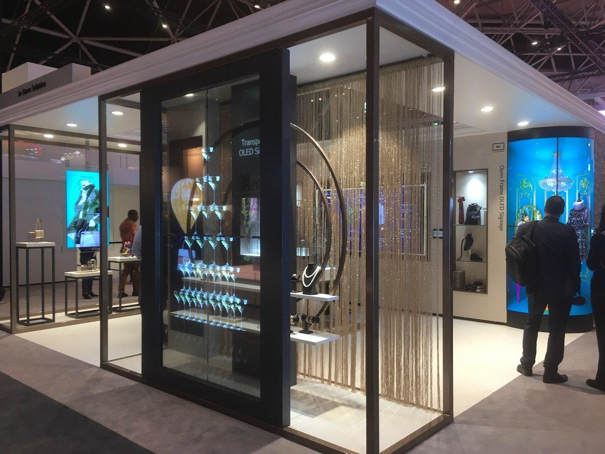LG laässt keinen Zweifel daran :Transparent OLED sollte in Luxury Retail genutzt werden (Foto: invidis)