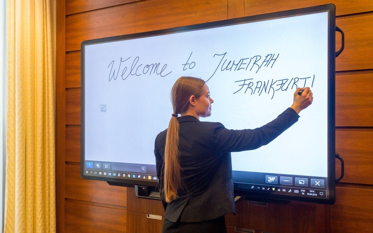 Mit dem interaktiven 80-Zöller setzt das Hotel auch auf eine Fünf-Sterne-Lösung (Foto: Sharp)