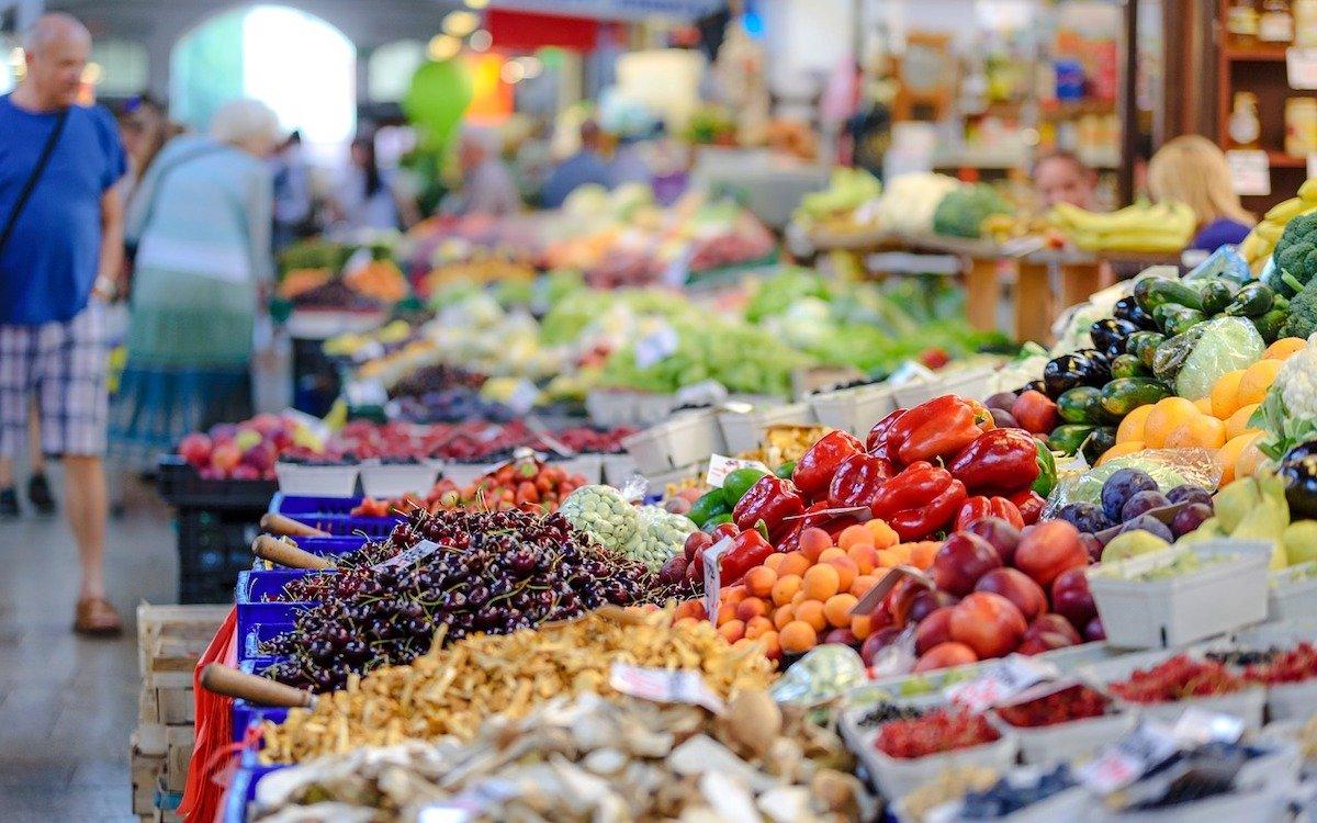 Mit dem neuen System werden verderbliche Waren noch zielgerichteter beworben, Symbolbild Markt (Foto: Pixabay / PhotoMIX-Company)