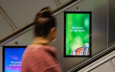 Neuer Full HD-Screen an Rolltreppe in einer Londoner U Bahnstation (Foto: Exterion Media)