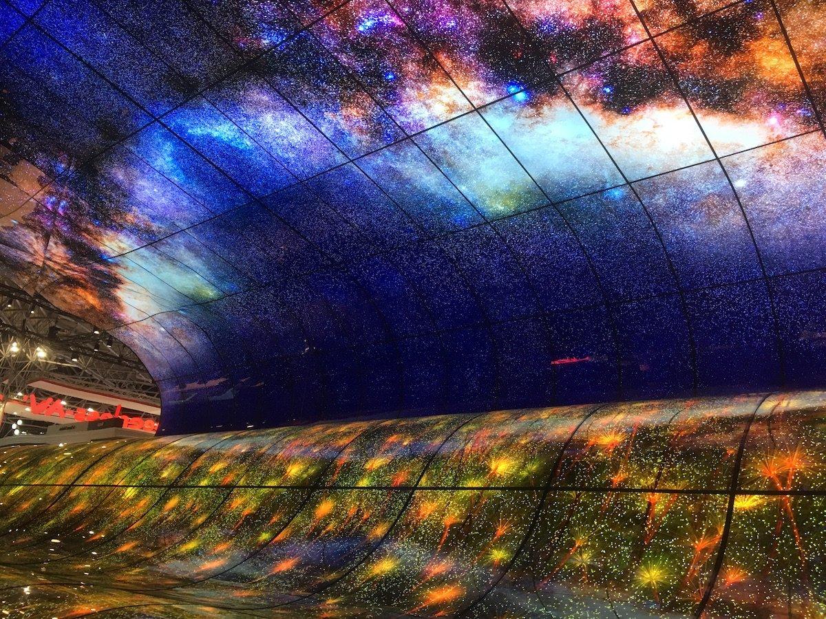 OLED Falls an sich war schon ein visuelles Erlebnis (Foto: invidis)