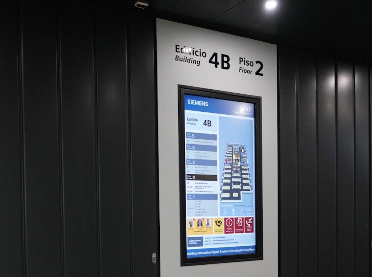 Vertikal ausgerichtetes Large Format Display bei Siemens Portugal (Foto: Sony)