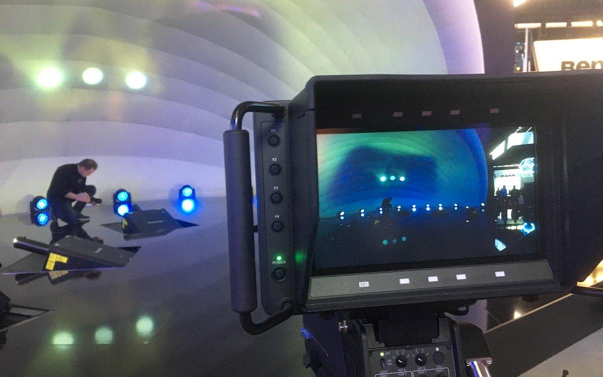 Vorbereitung einer Projektionsshow bei Panasonic (Foto: invidis)