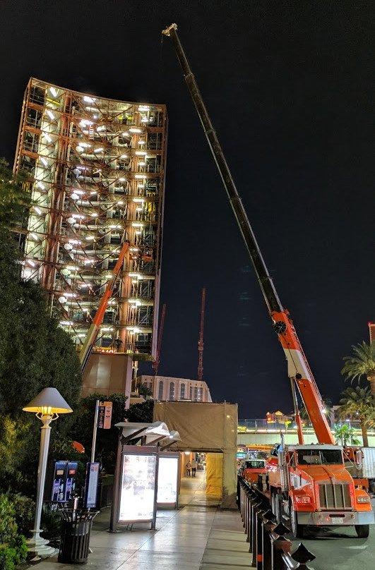 Gearbeitet wird nur bei Nacht - Wynn LED-Installation (Foto: invidis)