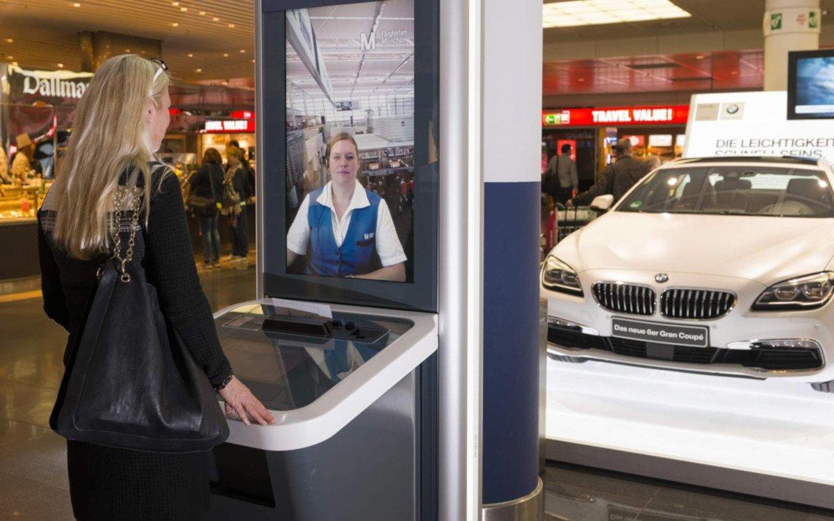 Videobasierte Infogate Installation am Flughafen München (Foto: FMG)