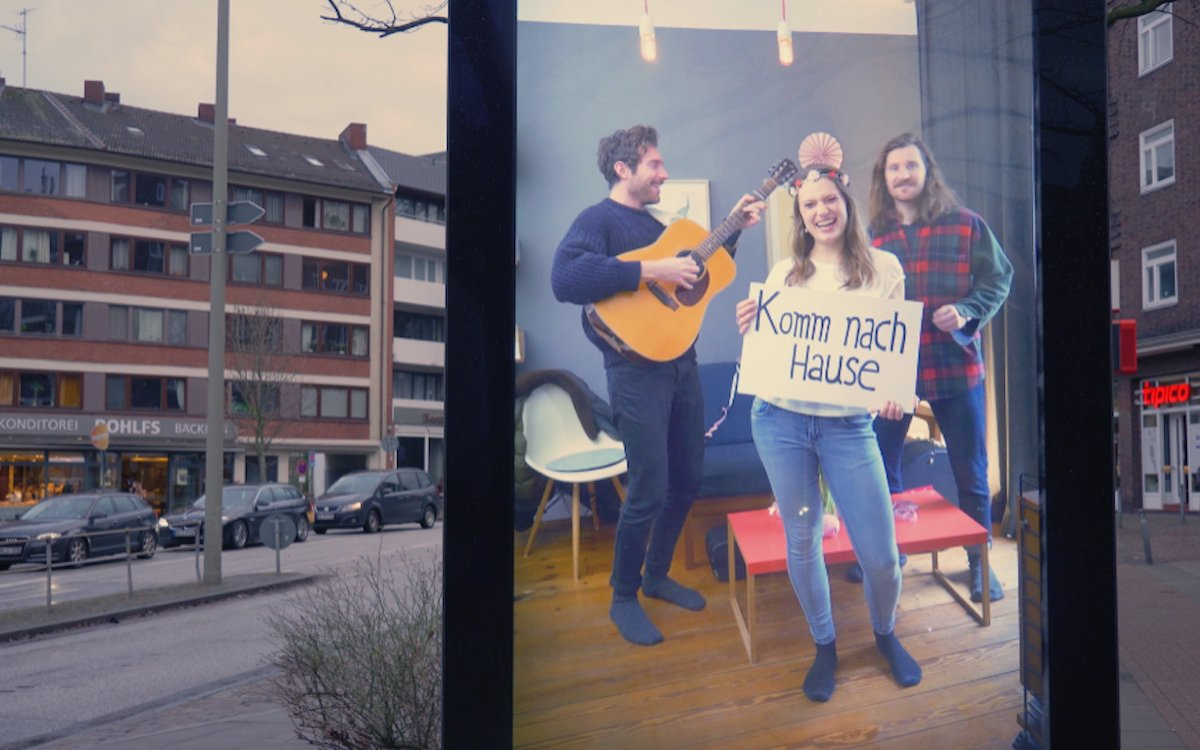 Auf einmal erscheinen bekannte Gesichter und die eigene Wohnung auf dem Display (Foto: SofaConcerts)